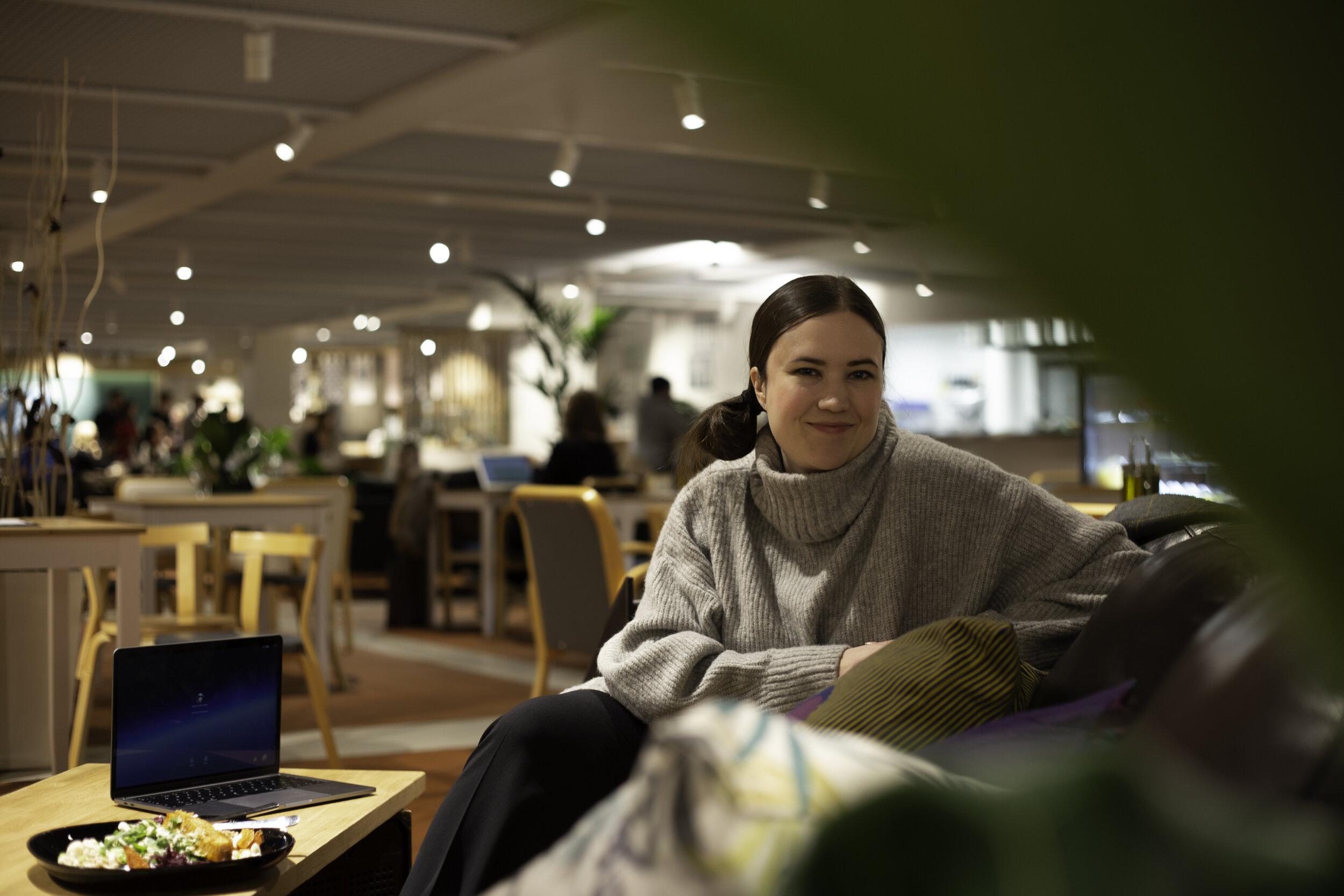 Prönö founder Helene Auramo sitting in a cfe